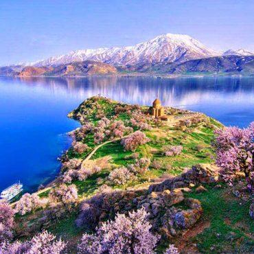 دریاچه سوانجواهری آبی رنگ